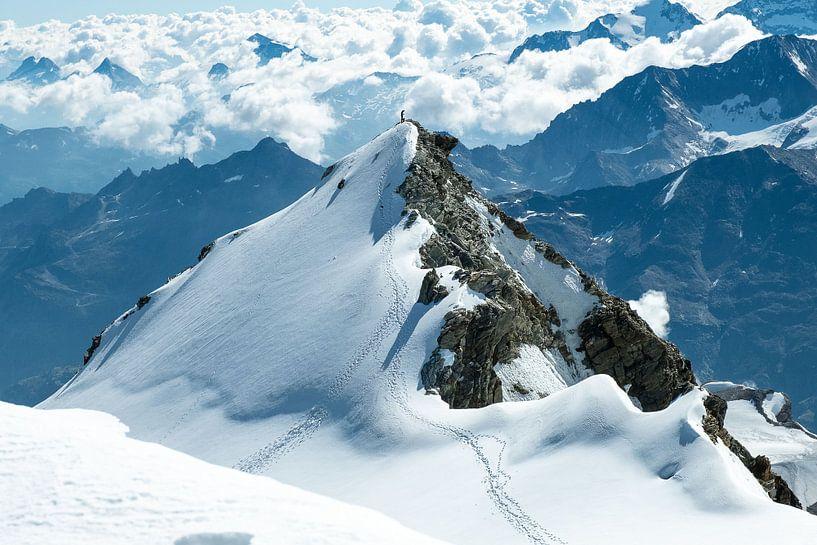 Klimmer op de top van de Stierberg van John Faber