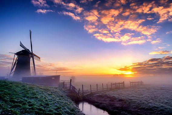 Gouden zonsopkomst Boterhuismolen van Eric van den Bandt