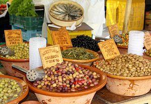 Rustieke aardewerk schalen olijven tapas, Spanje