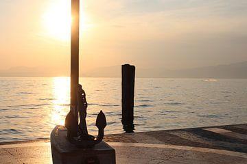 Coucher de soleil à Lazise, sur le lac de Garde sur Audrey Nijhof