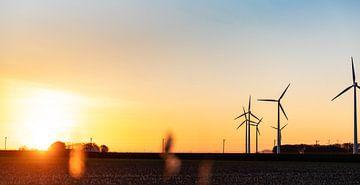 Avondlicht op Walcheren met windmolens von Percy's fotografie