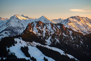 uniek uitzicht op de Sorgschrofen, Hochvogel, Ponten, Bschießer en Kuhgehrenspitze van Leo Schindzielorz