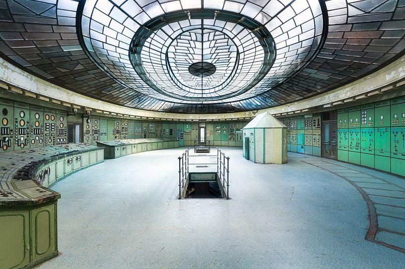 Verlaten Art Deco Controle Kamer. van Roman Robroek