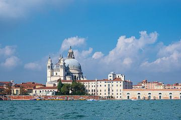 Mening van historische gebouwen in Venetië, Italië van Rico Ködder