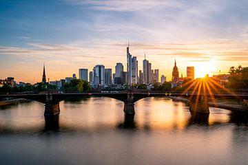 Sonnenstern an der Frankfurter Skyline von Christian Klös