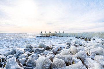 Steiger langs de Afsluitdijk van Etienne Hessels
