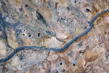 Luchtfoto / Dronefoto van een geothermisch veld in IJsland van
