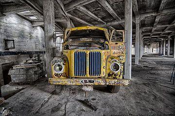 Gele Truck met Graffiti  von Rens Bok