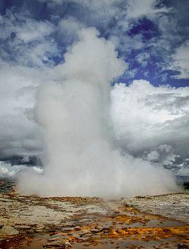 Geyser Ausbruch in Island von Rietje Bulthuis