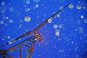Windturbine in de regen van Wim van der Geest