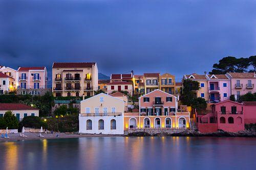 Het prachtige Assos op het Griekse eiland Kefalonia. sur