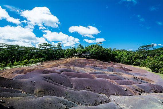 Seven Colored Earth, Mauritius, Afrika van Danny Leij