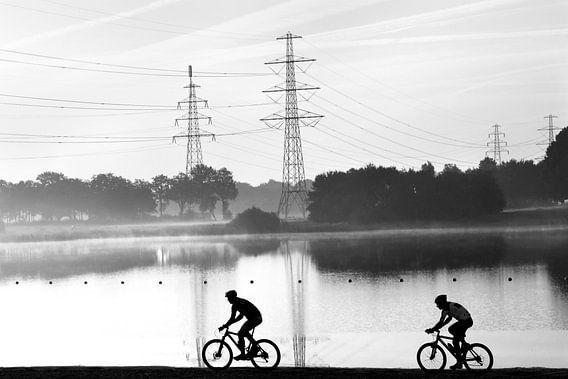 Mountainbikers in landschap van Fokje Otter