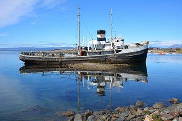 Gestrandde vissersboot bij Ushuaia, Vuurland van My Footprints