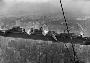 Dormir au sommet d'un gratte-ciel sur Vintage Afbeeldingen