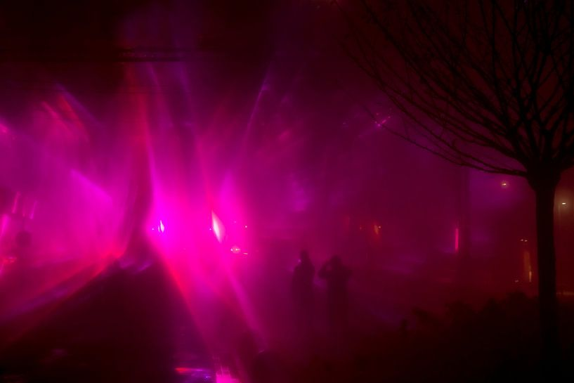 GLOW festival roze nevel van Greetje van Son