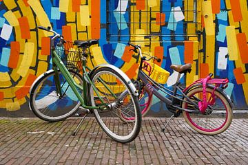 Straatbeeld - Fietsen voor Grafitti van Sander Vissers