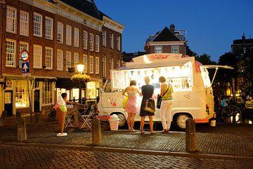 IJswagen op de Maartensbrug in Utrecht von Donker Utrecht