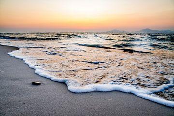Schuimende golven van Jesper Drenth