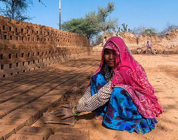 India: Arbeider steenfabriek (Barwa) von Maarten Verhees
