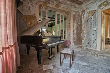 Lost Place - Klavierstunde von Linda Lu