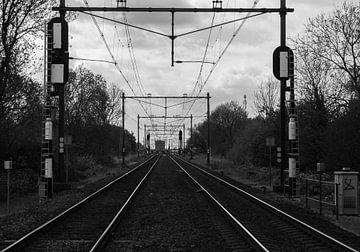Treinbaan in zwart wit. van Robin Groen