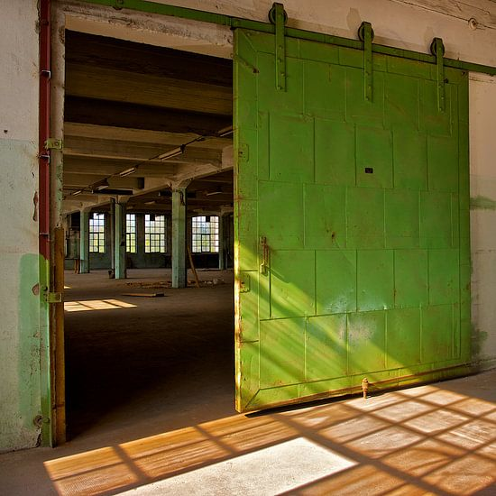 Verlaten Fabriekshal (More Past IX)