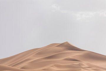 Zandduin in de Sahara (Marokko) van Marcel Kerdijk