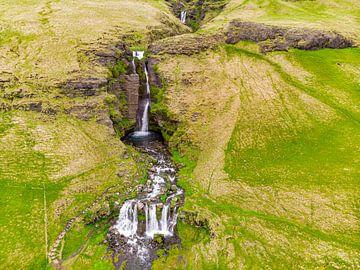 Merkjárfoss-Wasserfall in Island mit Drohne von Easycopters