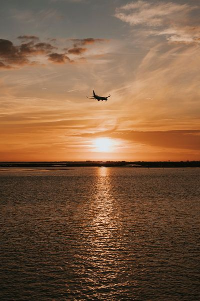 Zonsondergang in Faro, Álgarve Portugal van Manon Visser