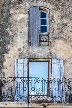 Fenster in der Altstadt von Lacoste in der Provence von Christian Müringer