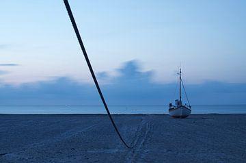 Boot am Strand in Dänemark 2019 von Photos by Aad
