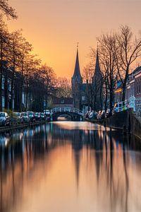 Sonnenaufgang in Delft von Ilya Korzelius