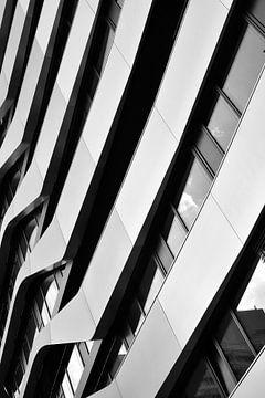 Fassade eines modernen Gebäudes in Berlin von Heiko Kueverling