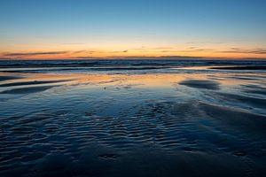 Strand van Katwijk met ondergaande zon van Henk Zielstra