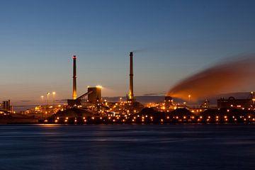 Tata steel (Corus-Hochöfen) IJmuiden bei Nacht von Arjan Groot