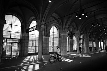 Fietstunnel Rijksmuseum zwart-wit sur PIX URBAN PHOTOGRAPHY