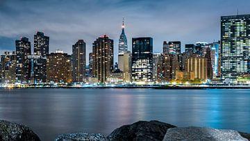 Skyline Manhattan/Empire State Building bei Nacht von Natascha Velzel