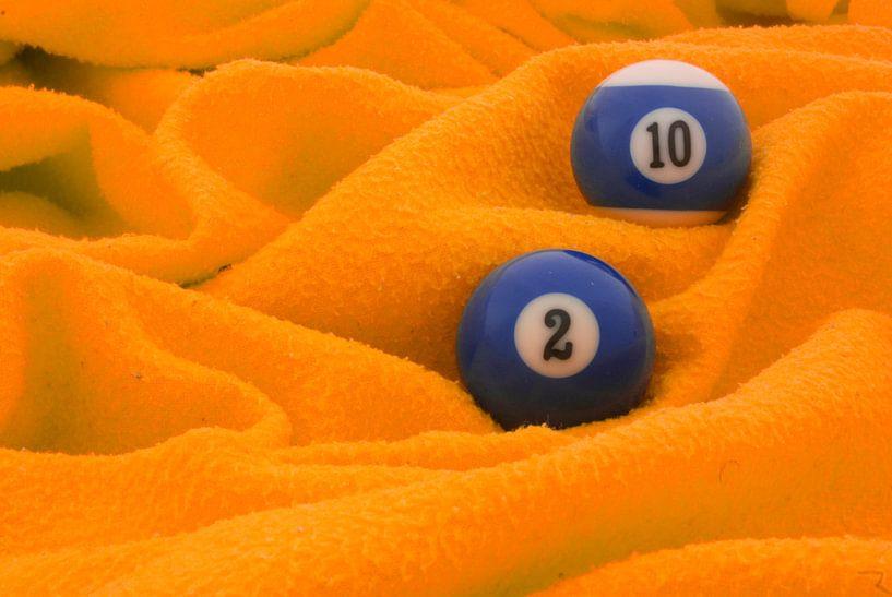 Blauw op oranje van Bas Smit