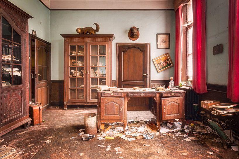 Kantoor in Vervallen Boerderij. van Roman Robroek