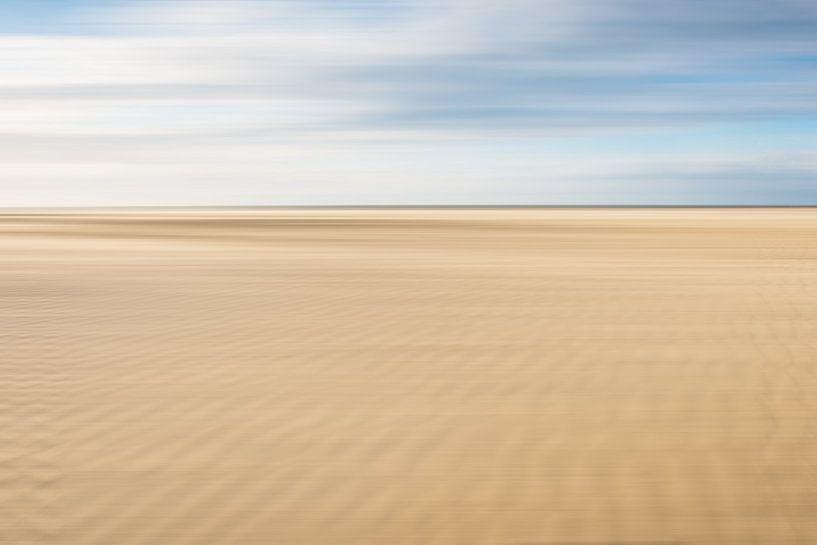 Zand ribbels op het strand bij Scheveningen van MICHEL WETTSTEIN
