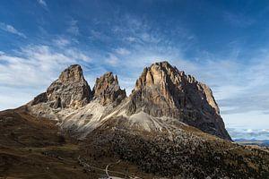 Zonlicht op Sassolungo - Dolomieten, Italië van Thijs van den Broek