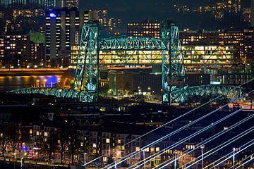 Vue de nuit de De Hef à Rotterdam vu du point culminant sur
