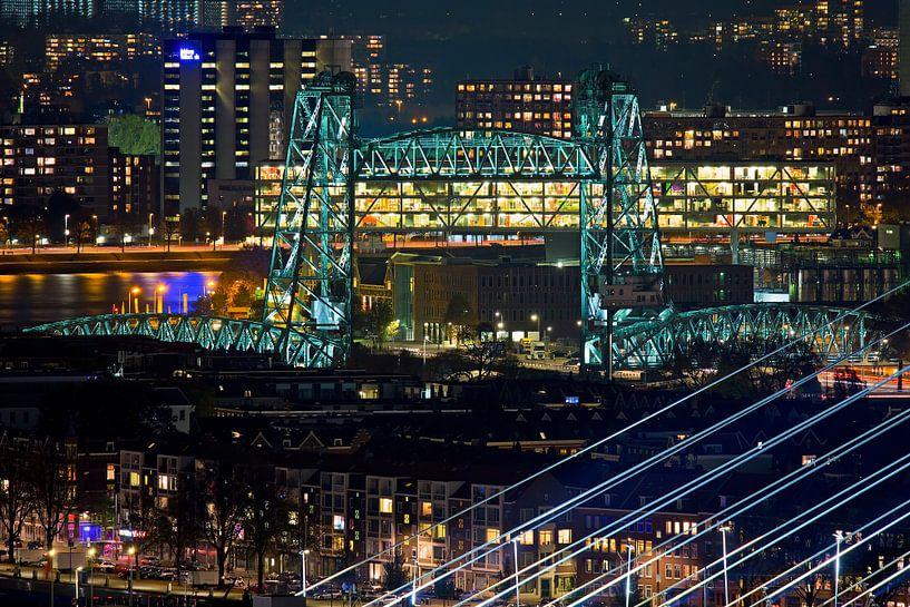 Nachtfoto van De Hef in Rotterdam vanaf hoog punt gezien van Anton de Zeeuw