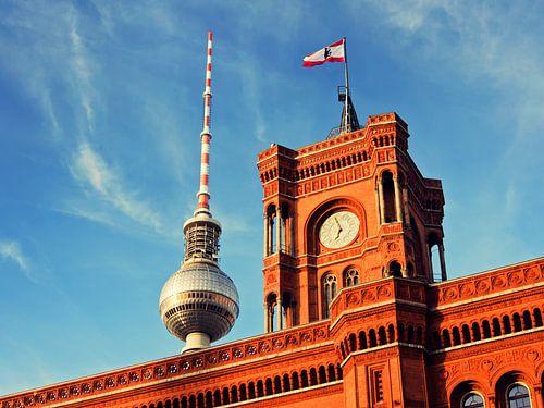 Berlin – TV Tower and Red City Hall van Alexander Voss
