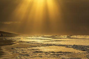 Golden seascape sur Ilya Korzelius