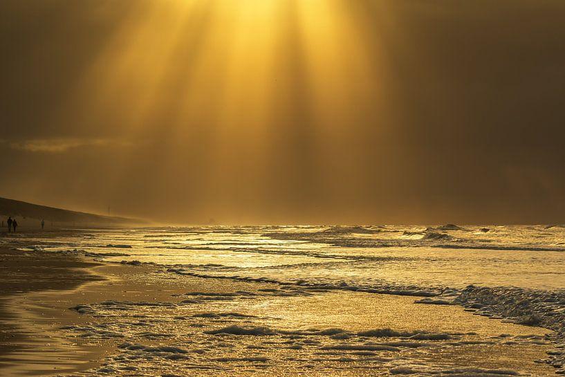 Golden seascape van Ilya Korzelius