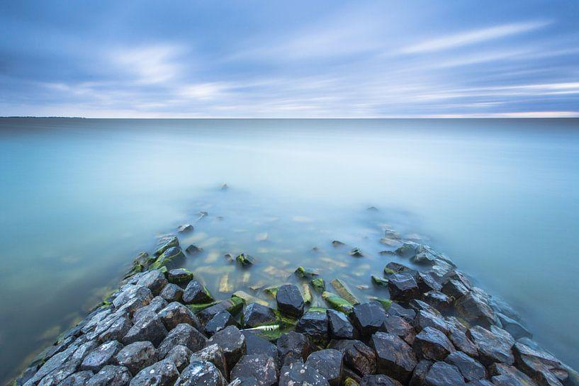 Basaltblokken IJsselmeer van Jurjen Veerman