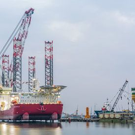 Le Seajacks Scylla dans le port de Rotterdam sur MS Fotografie | Marc van der Stelt