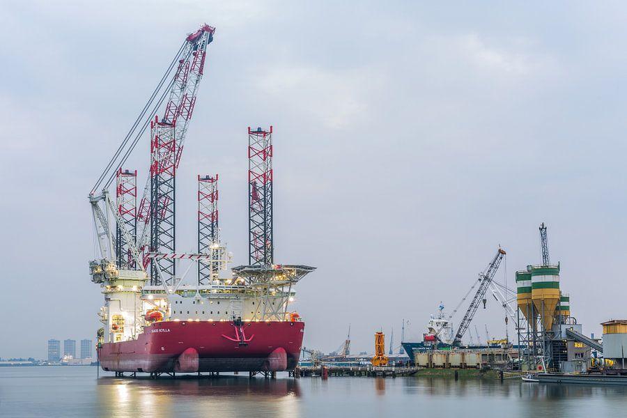 De Seajacks Scylla in de Haven van Rotterdam